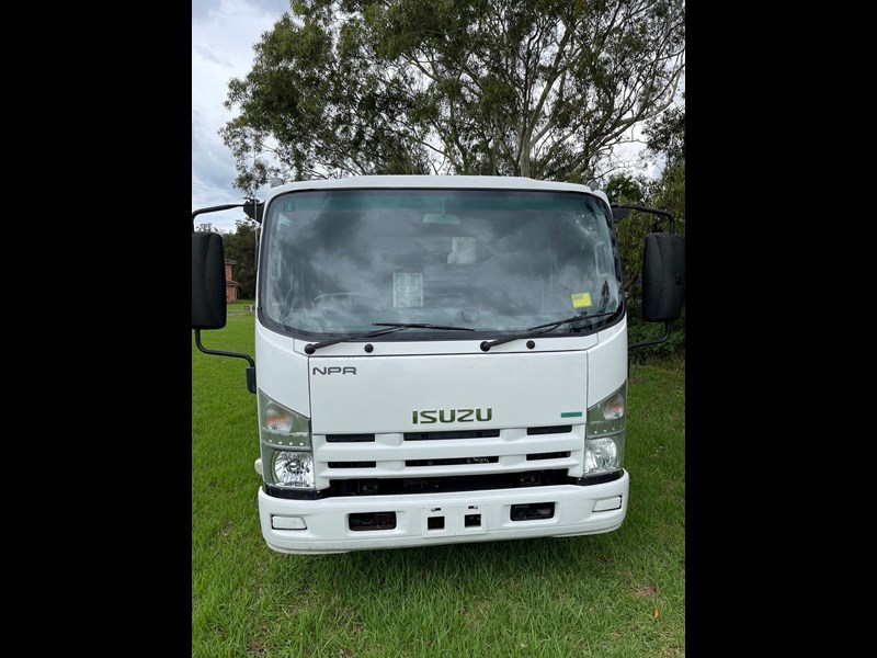 isuzu npr400 medium 824365 003