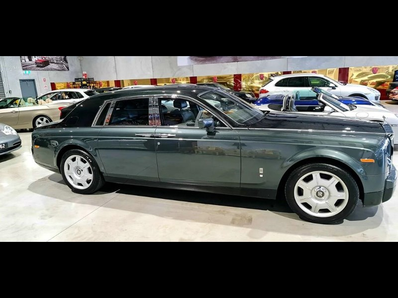 rolls-royce phantom 824359 011