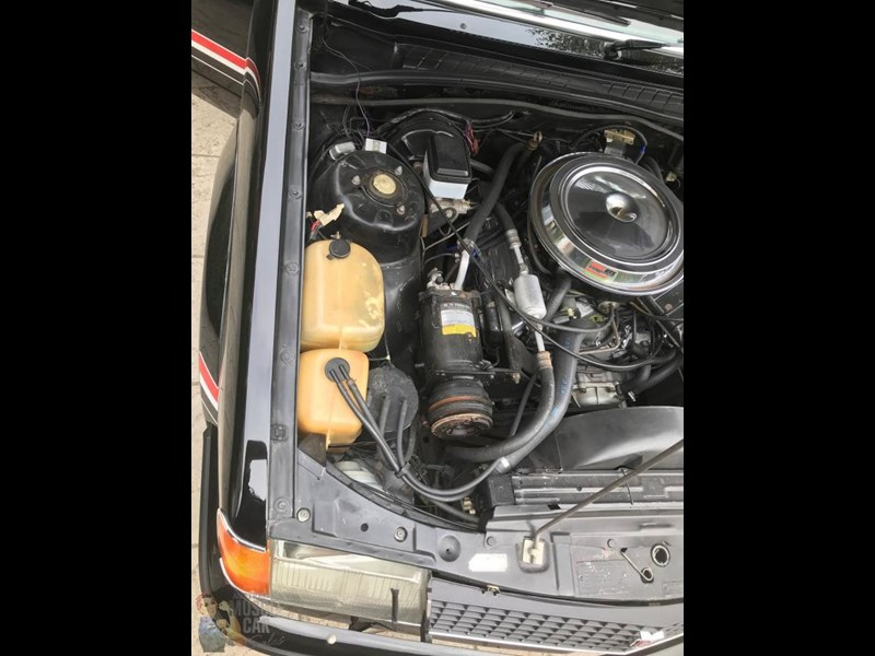 holden commodore 825188 021