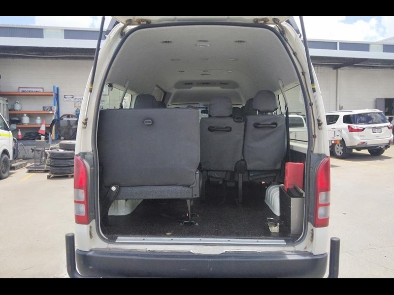 toyota 4x4 conversion of hiace commuter 825873 019