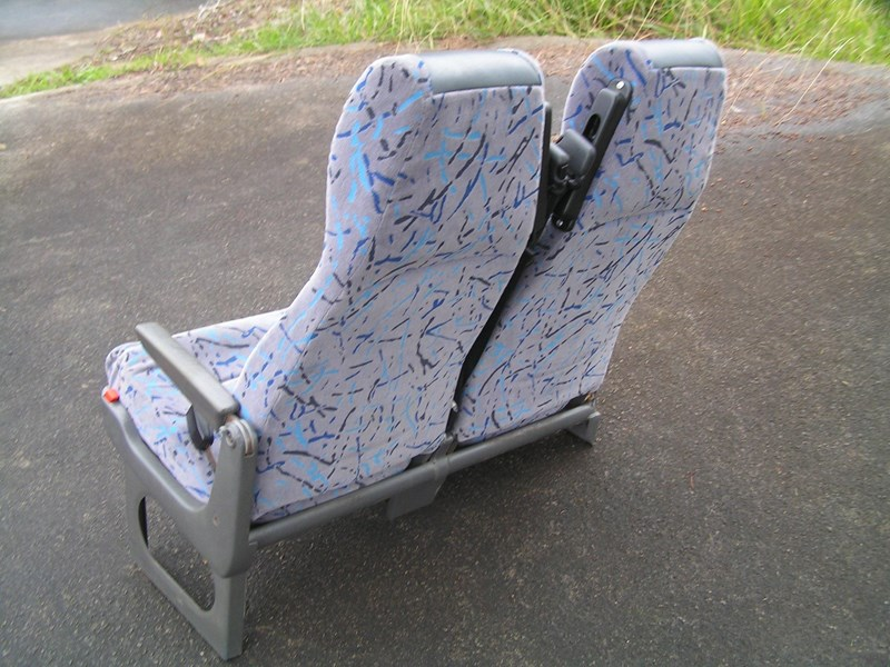 coach recliners with lap/sash seat belts 828679 011