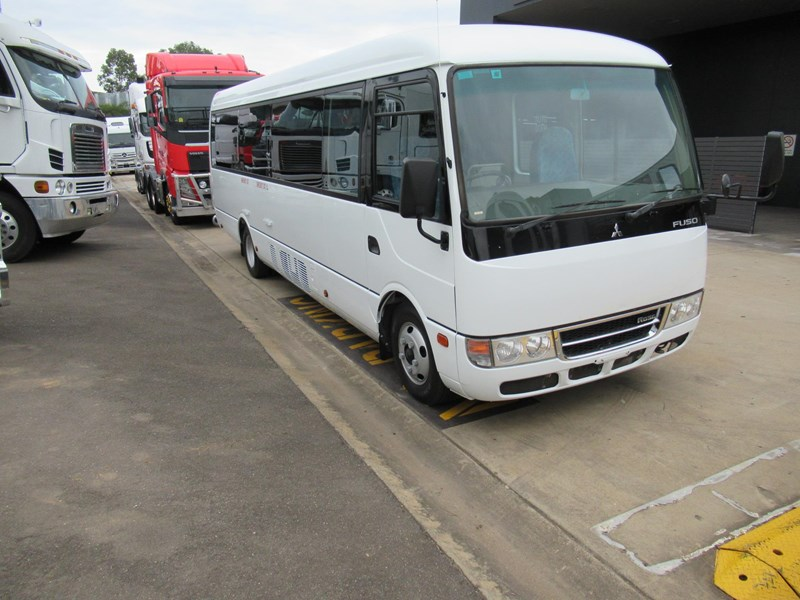 fuso rosa deluxe 25 seats 829132 001