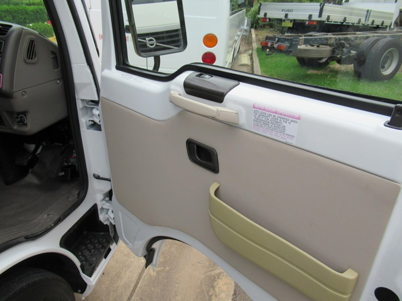 fuso rosa deluxe 25 seats 829132 015