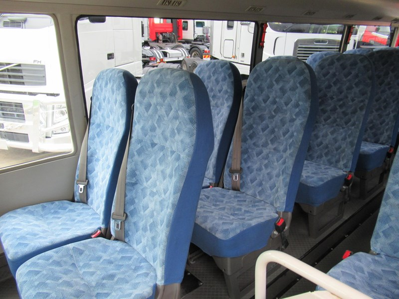 fuso rosa deluxe 25 seats 829132 033