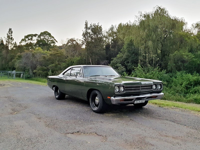 plymouth road runner 830132 009