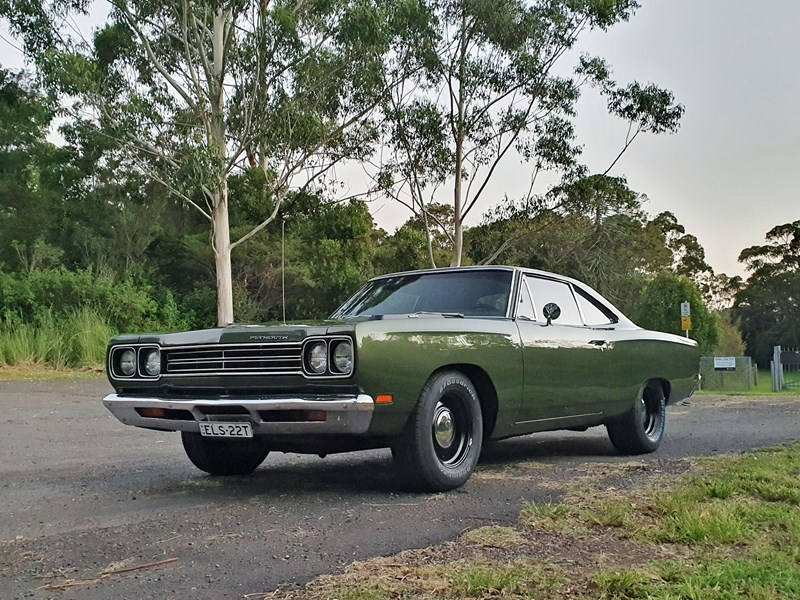 plymouth road runner 830132 013