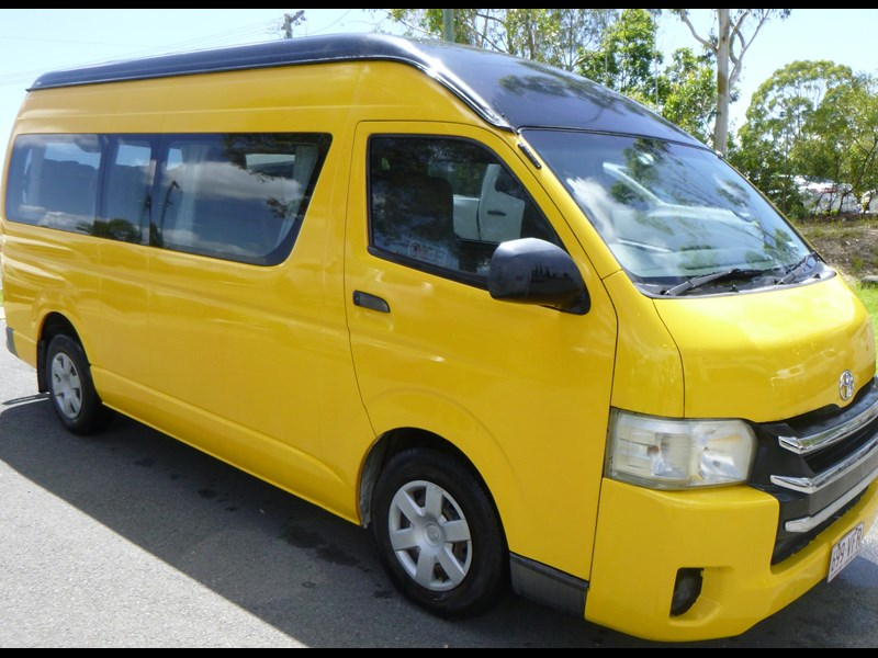 toyota hiace commuter bus 830978 001