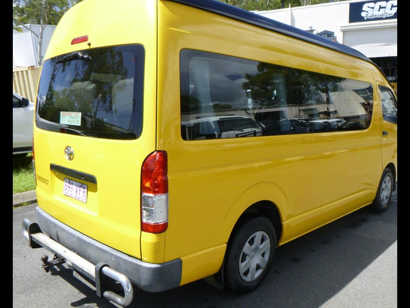 toyota hiace commuter bus 830978 003