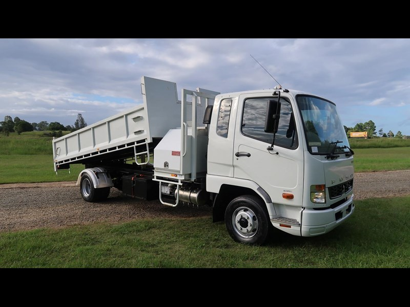 fuso fighter 1024 837032 001