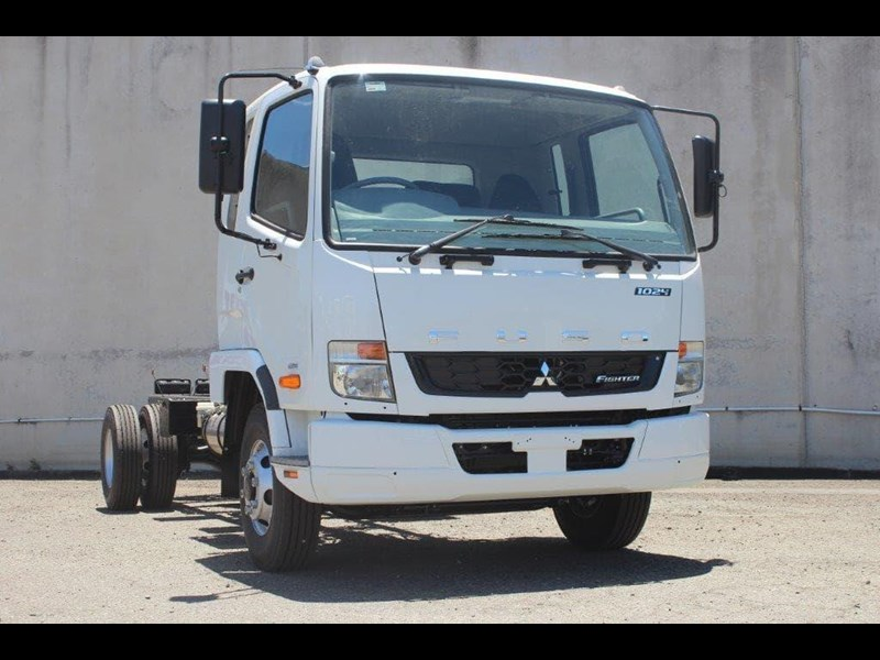 fuso fighter 828155 025