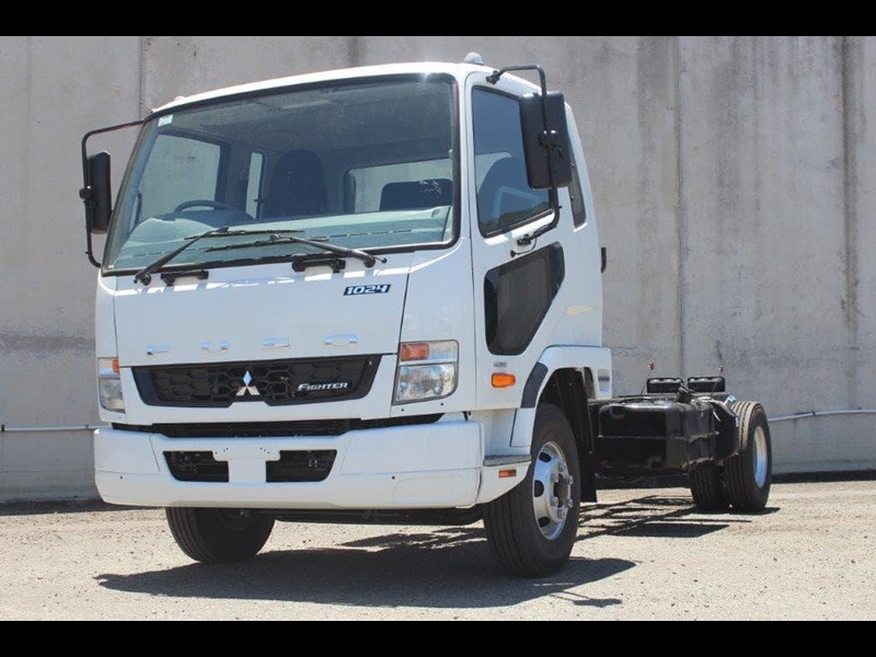 fuso fighter 828155 001