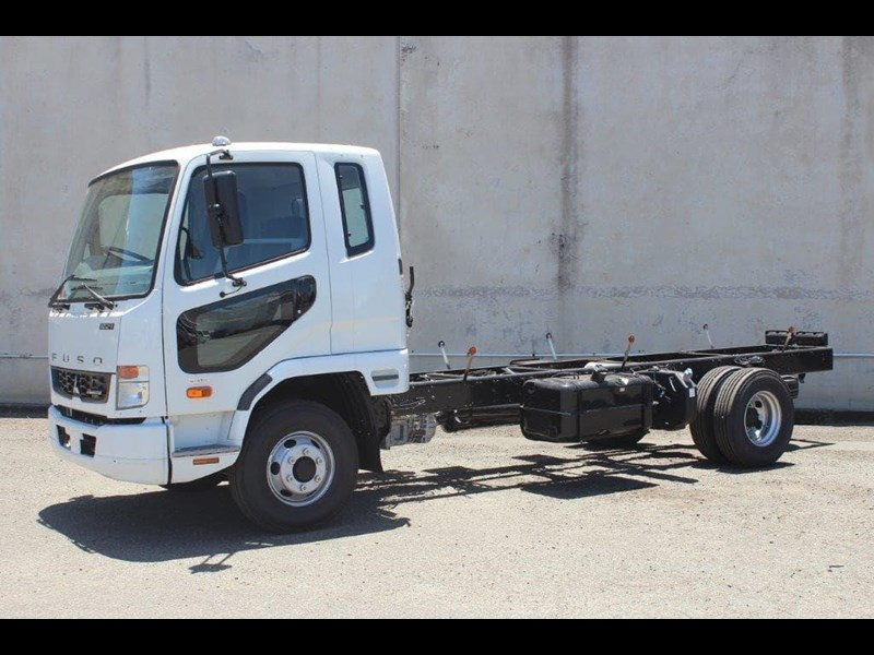 fuso fighter 828155 015