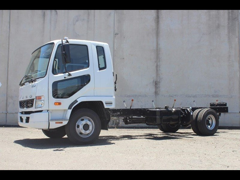 fuso fighter 828155 017