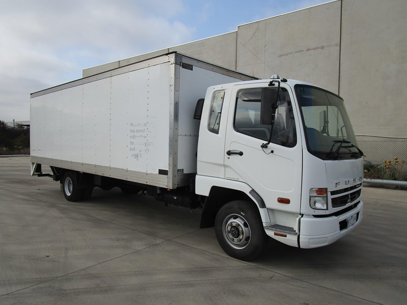 fuso fighter 1024 835749 001