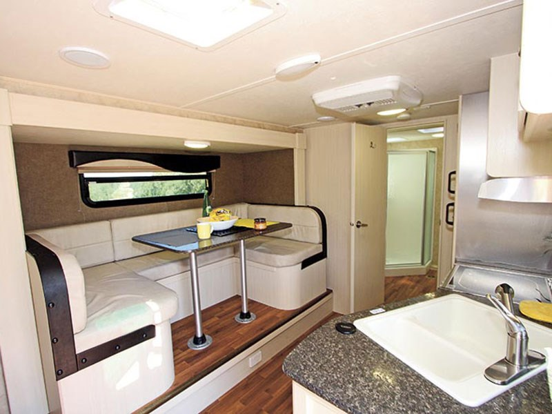 winnebago minnie 2206aus 45360 009