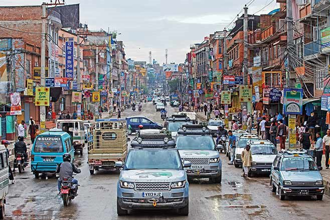 Range-Rover-Hybrid---India-to-Nepal-drive-city
