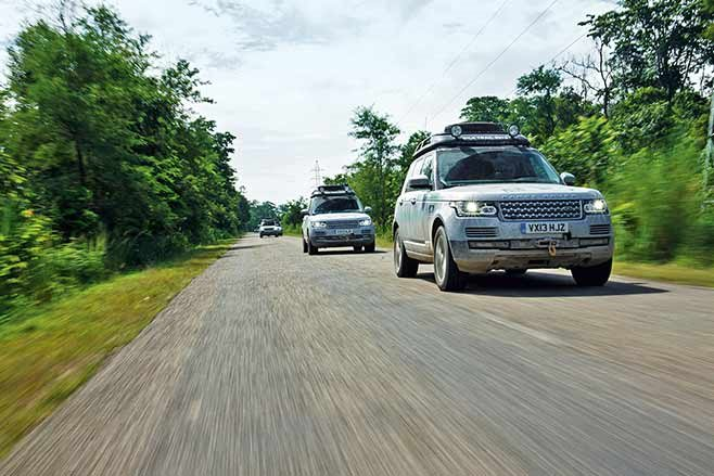 Range-Rover-Hybrid---India-to-Nepal-drive-on-the-road
