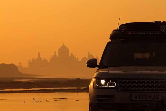 Range-Rover-Hybrid---India-to-Nepal-drive-skyline