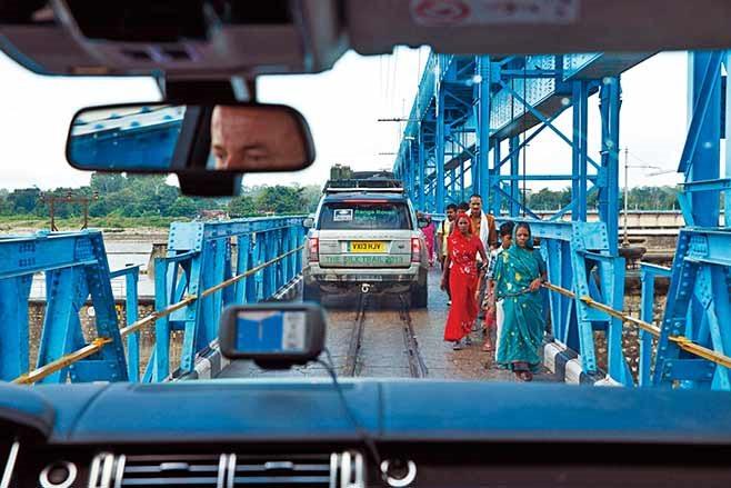 Range-Rover-Hybrid---India-to-Nepal-drive-interior