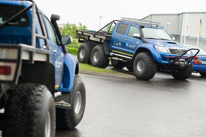 6 wheel Hilux truck