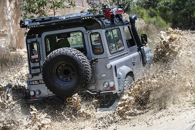 Custom Land Rover Defender 90 rear offroad