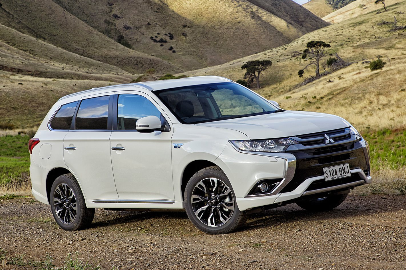 2017 mitsubishi outlander phev review first drive 4x4 australia. Black Bedroom Furniture Sets. Home Design Ideas