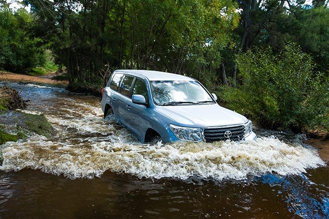 Toyota Land Cruiser 200 GXL water