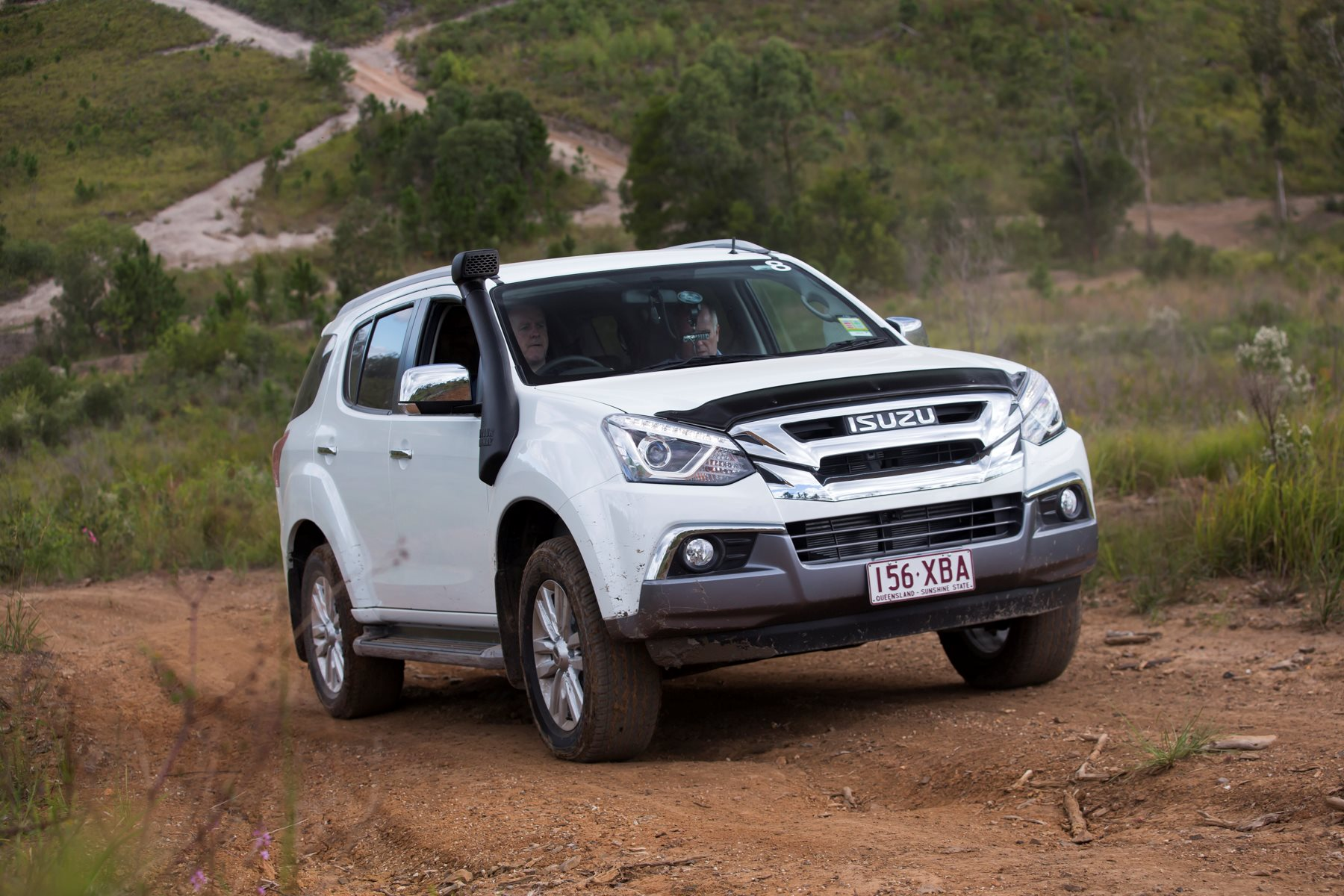 Isuzu MU-X off-road