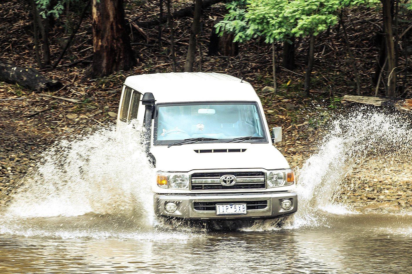 Toyota Land Cruiser VDJ78 Troop Carrier  water crossing