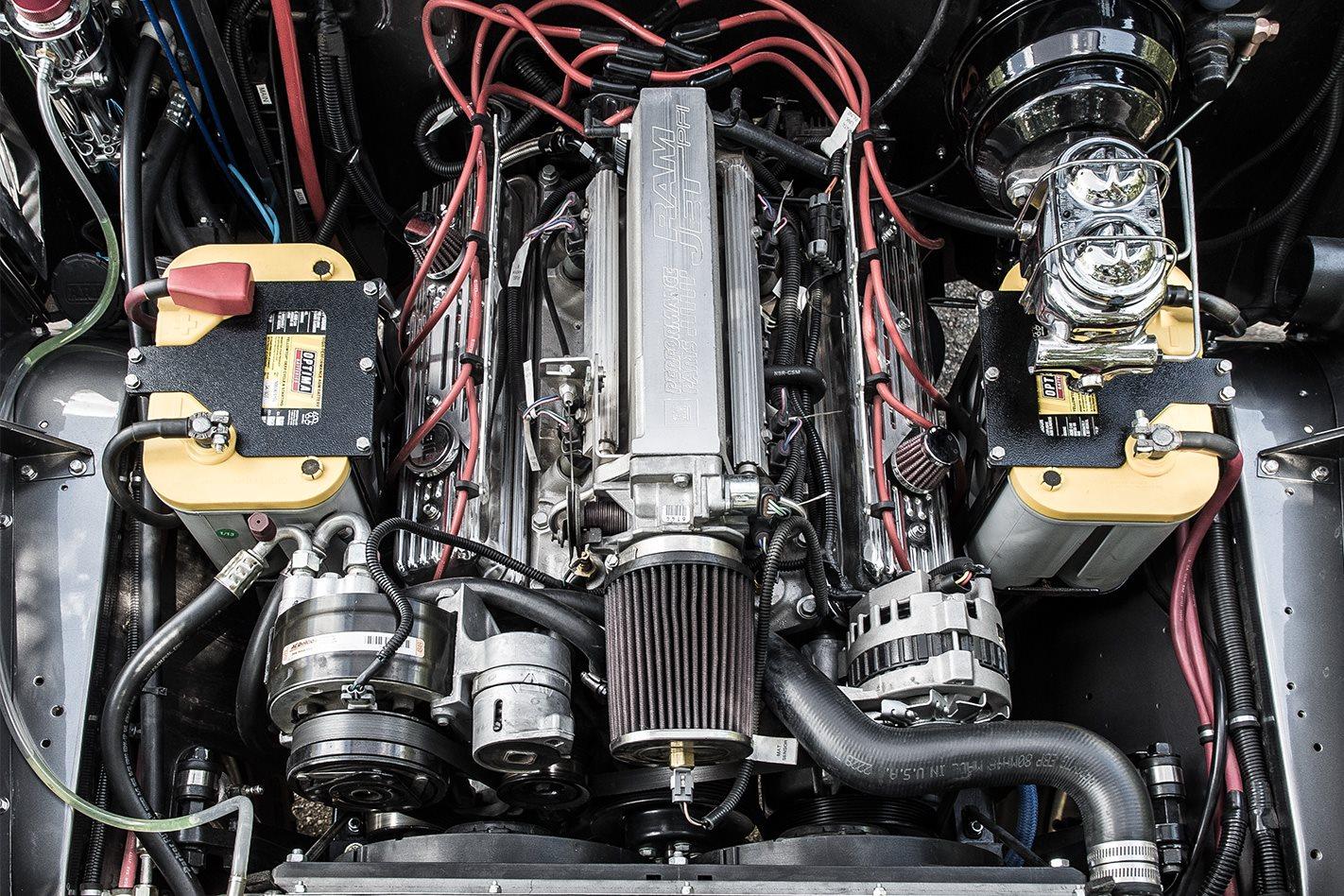 Custom Land Cruiser FJ45 Troopy engine