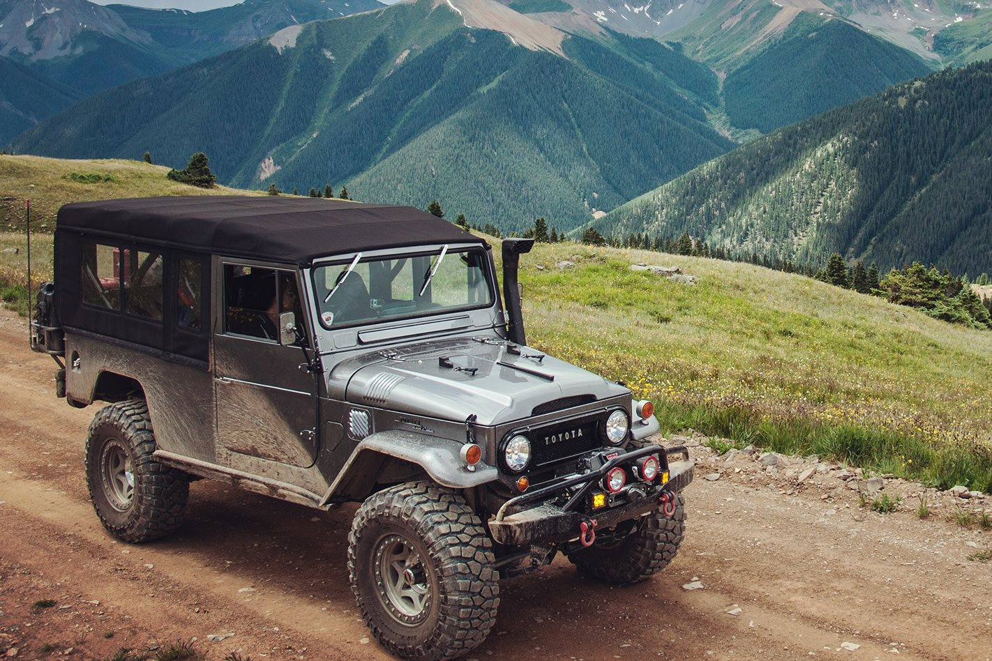 Custom Land Cruiser FJ45 Troopy offroading