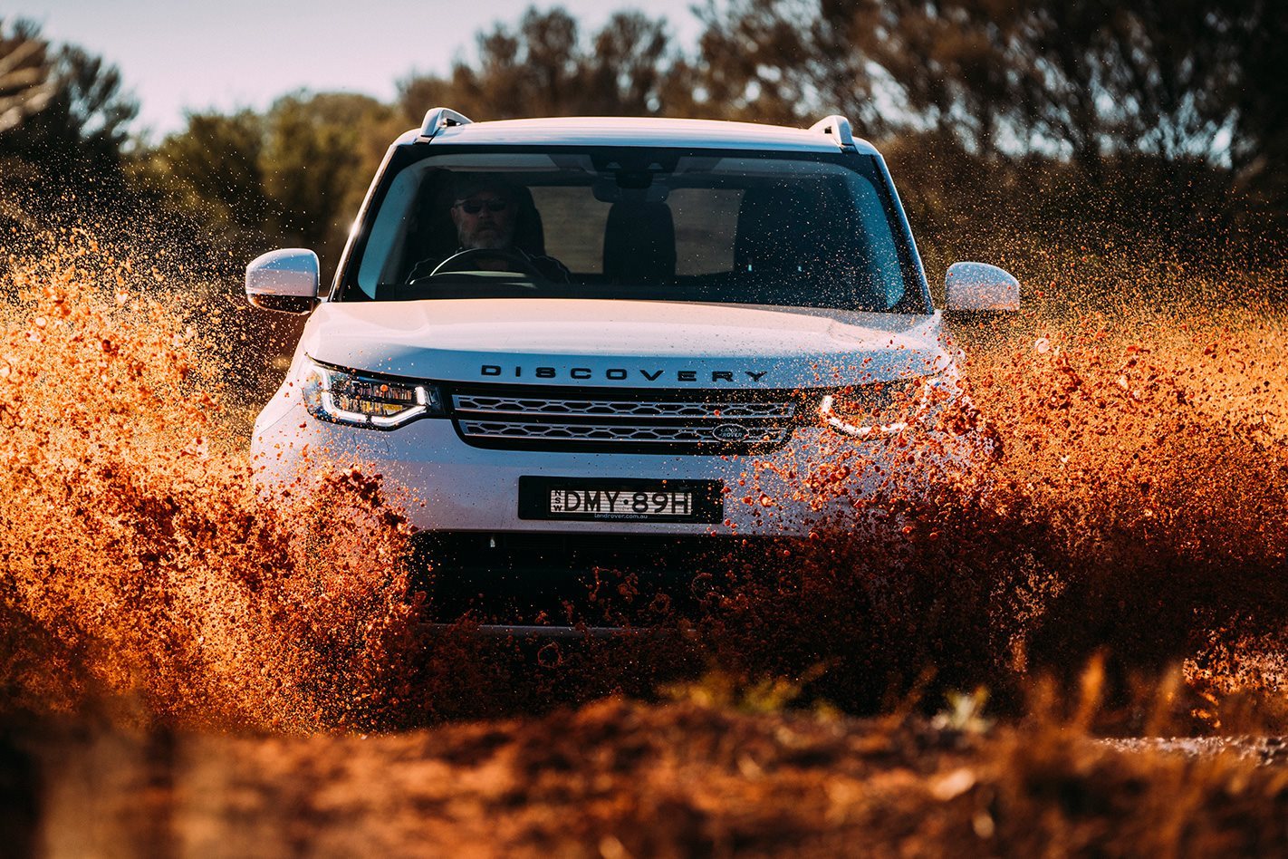 2017 Land Rover Discovery front facing