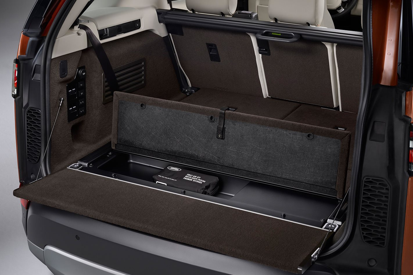 2017 Land Rover Discovery bootspace