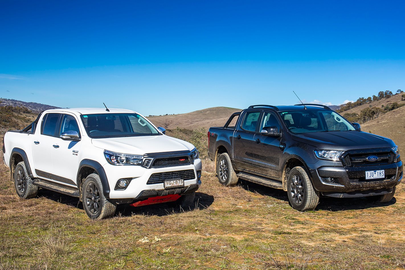 2017 Toyota Hilux TRD vs 2017 Ford Ranger FX4 comparison ...