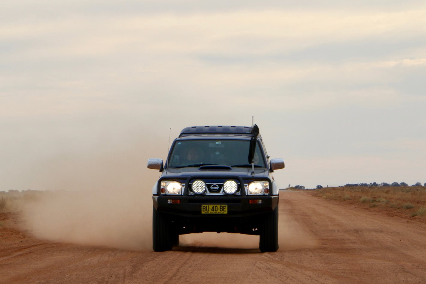 Nissan D22 Navara dirt road