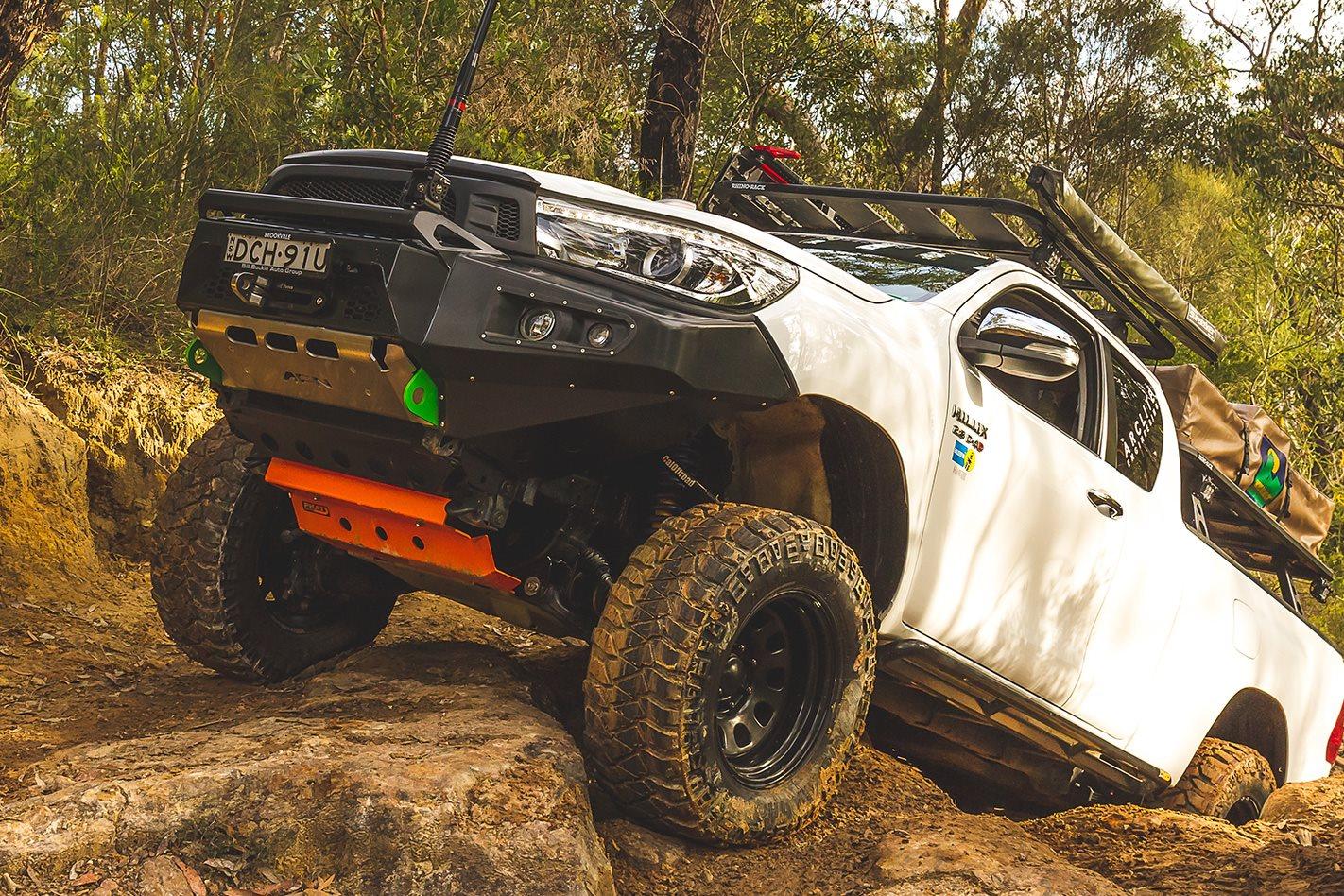 N80-Toyota-Hilux-SR5-hillclimb