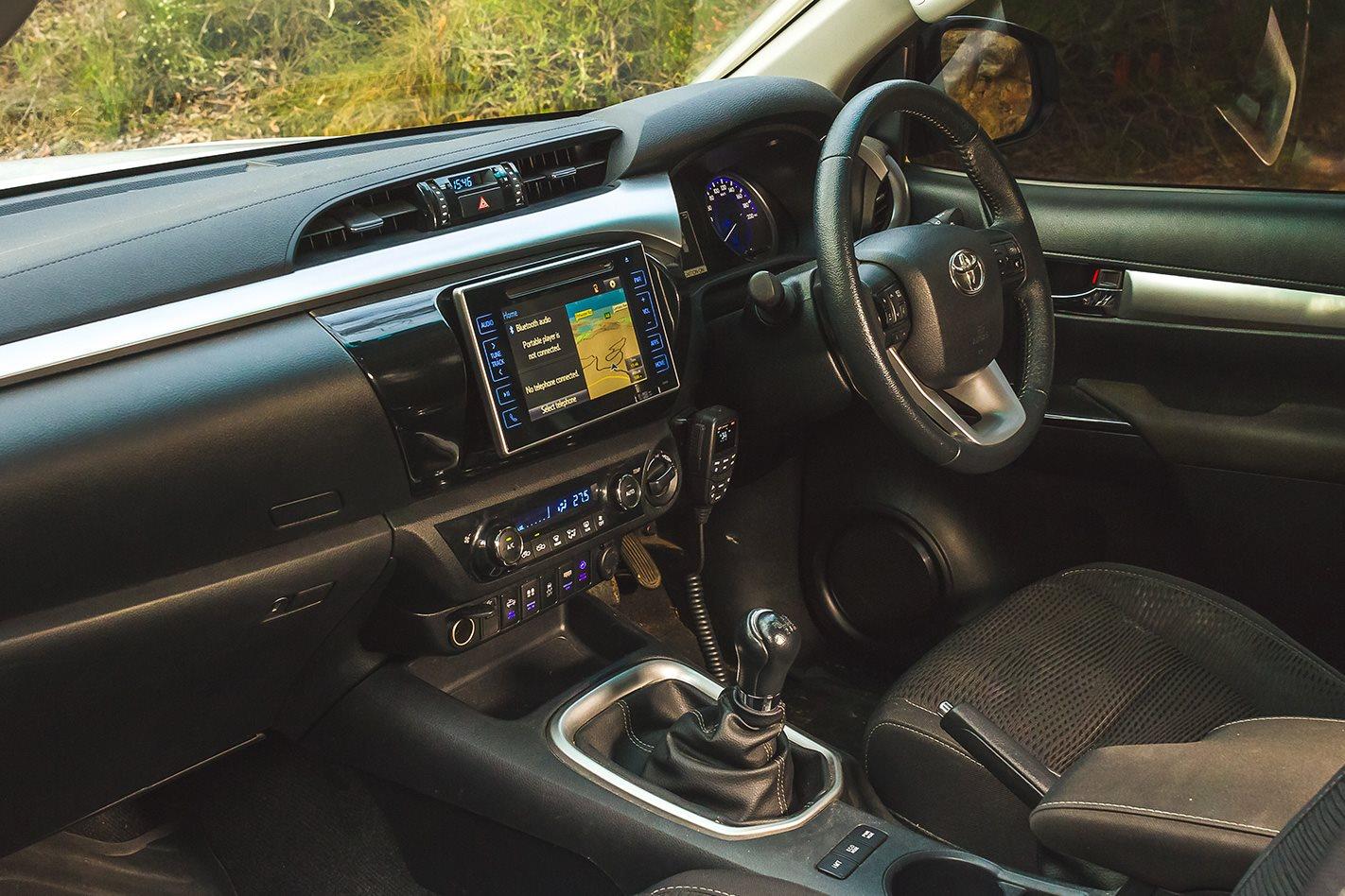 N80-Toyota-Hilux-SR5-interior.jpg