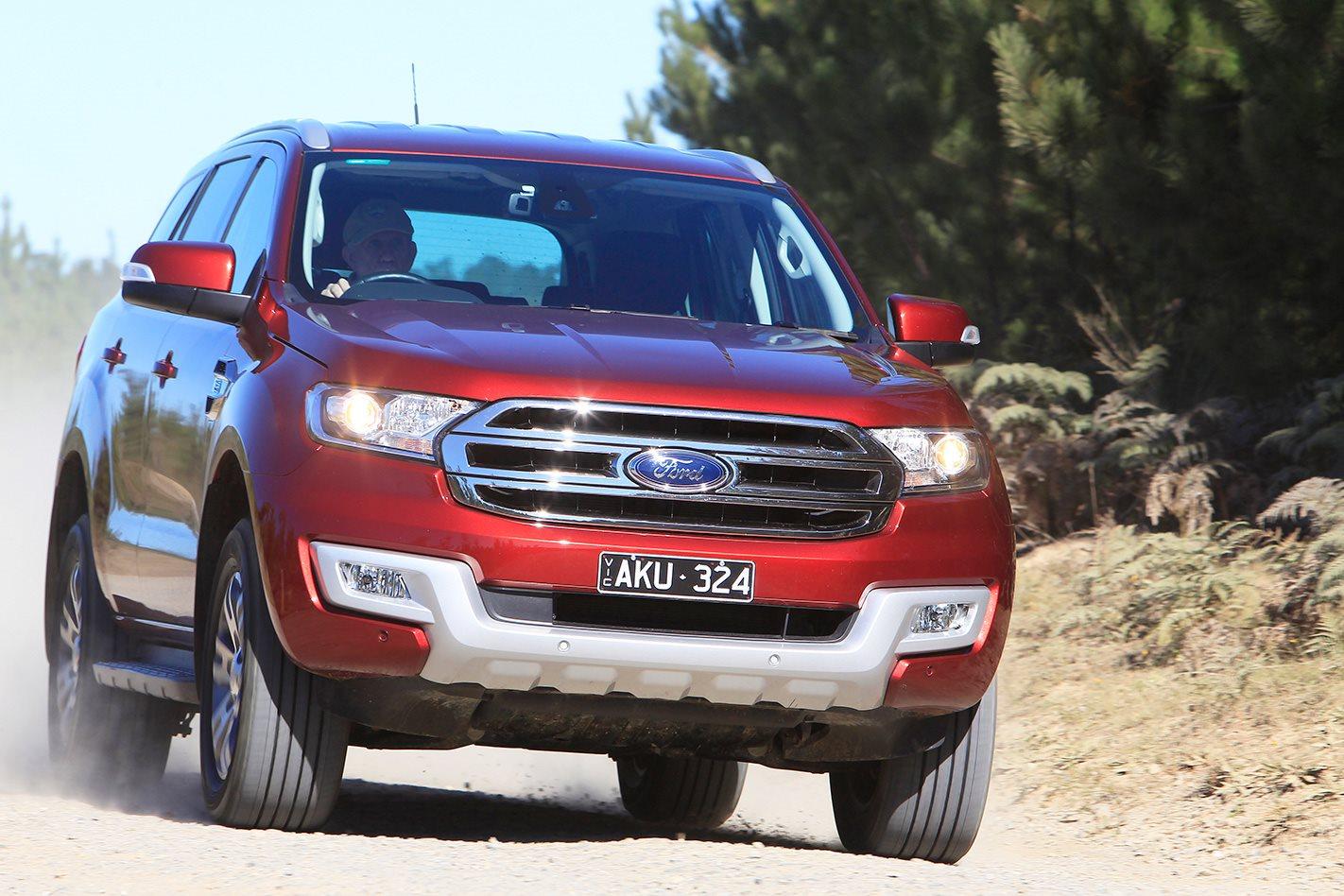 2017 Ford Everest Trend front.jpg