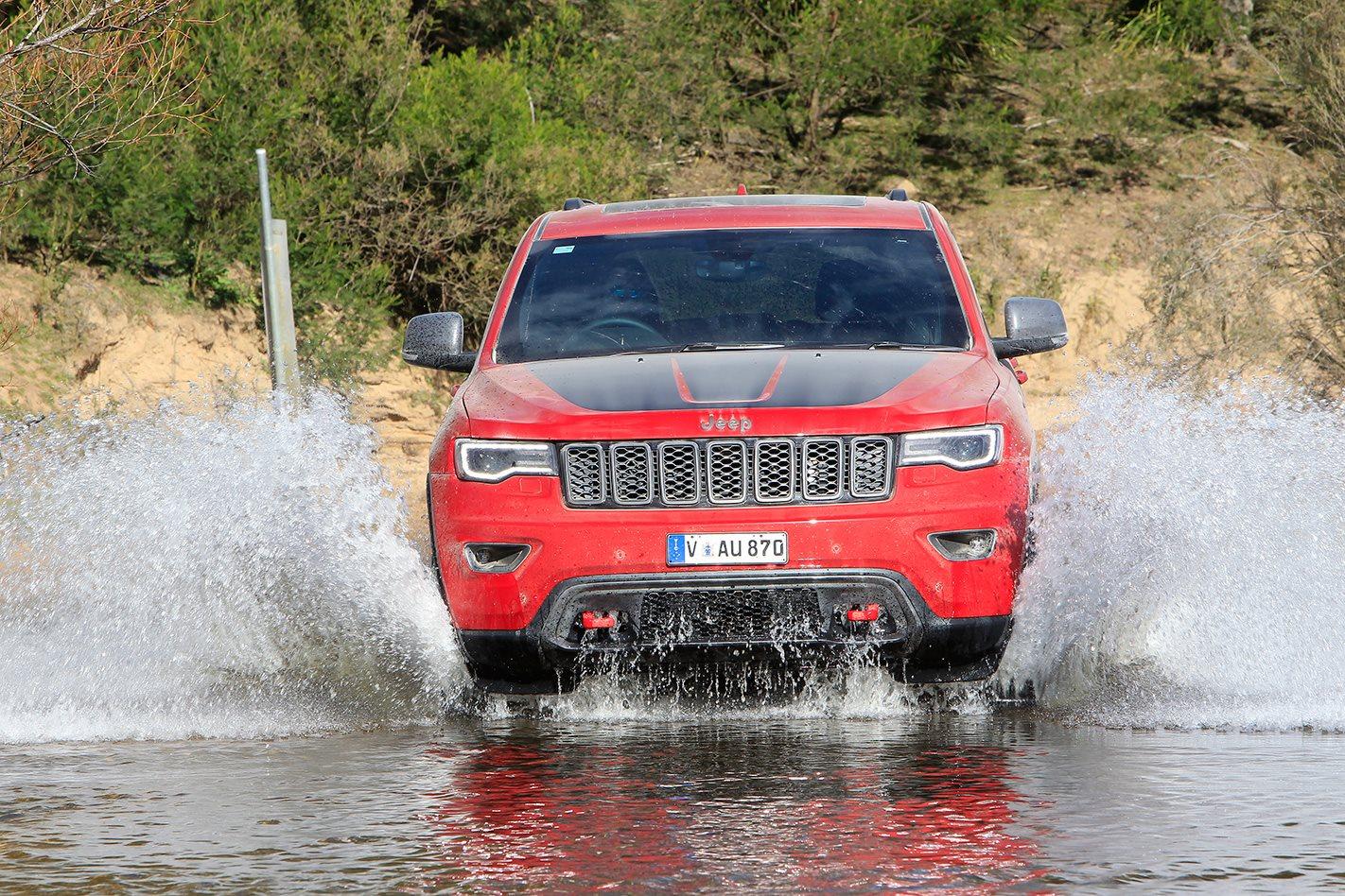 2017 Jeep Grand Cherokee Trailhawk offroad.jpg