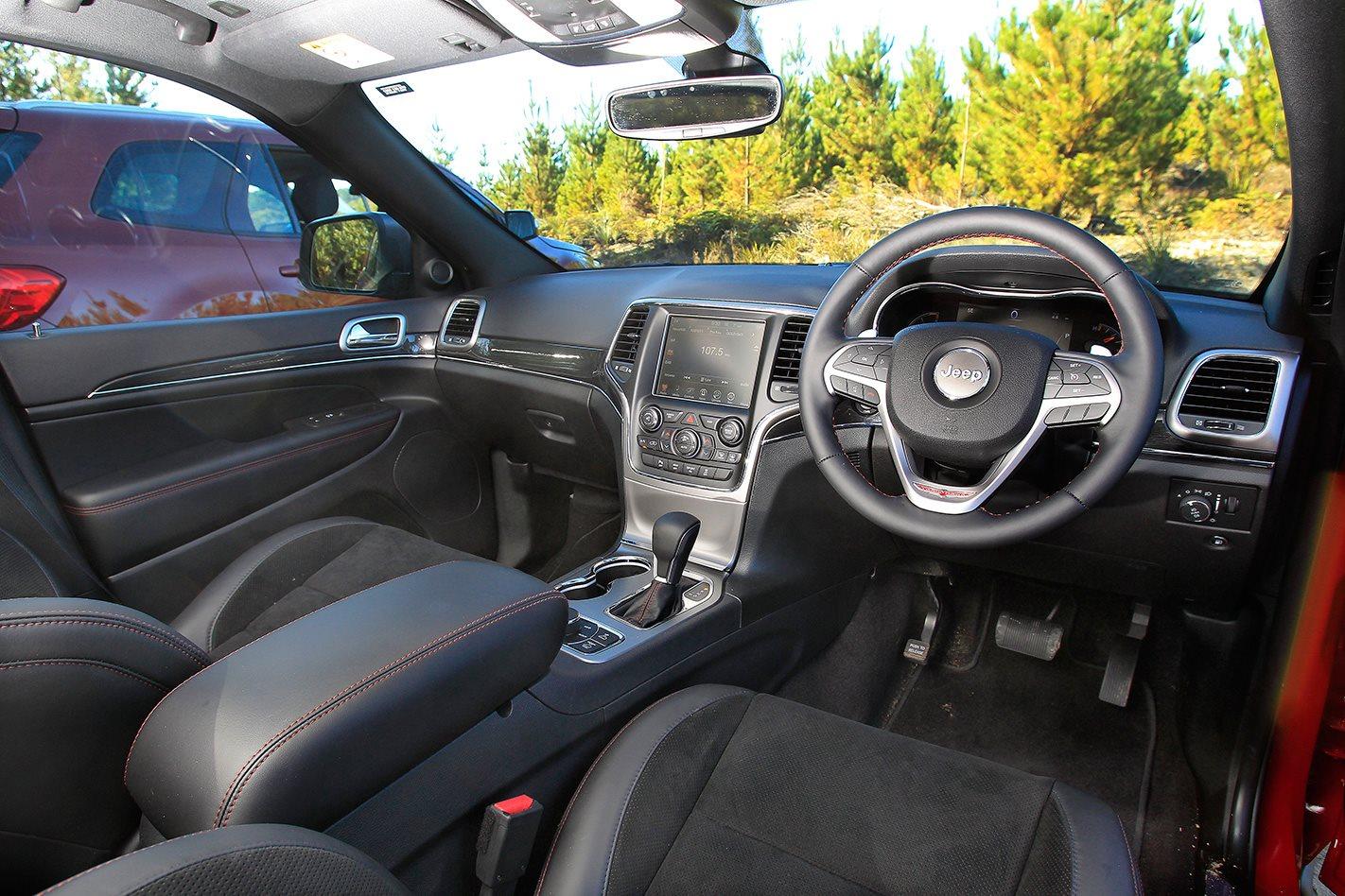 2017 Jeep Grand Cherokee Trailhawk steering wheel.jpg