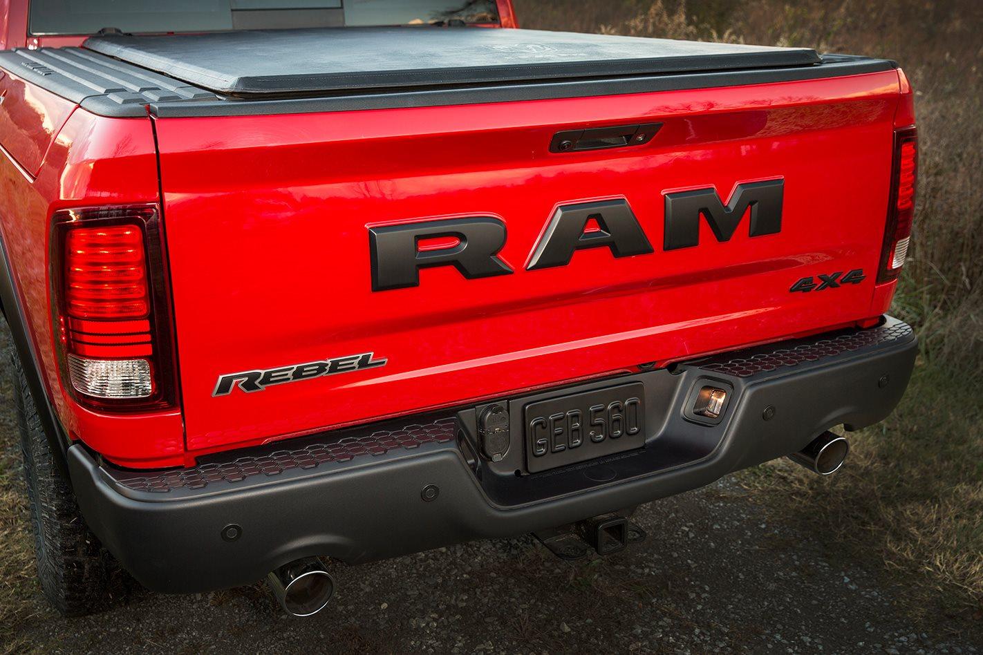 RAM 1500 Rebel tray