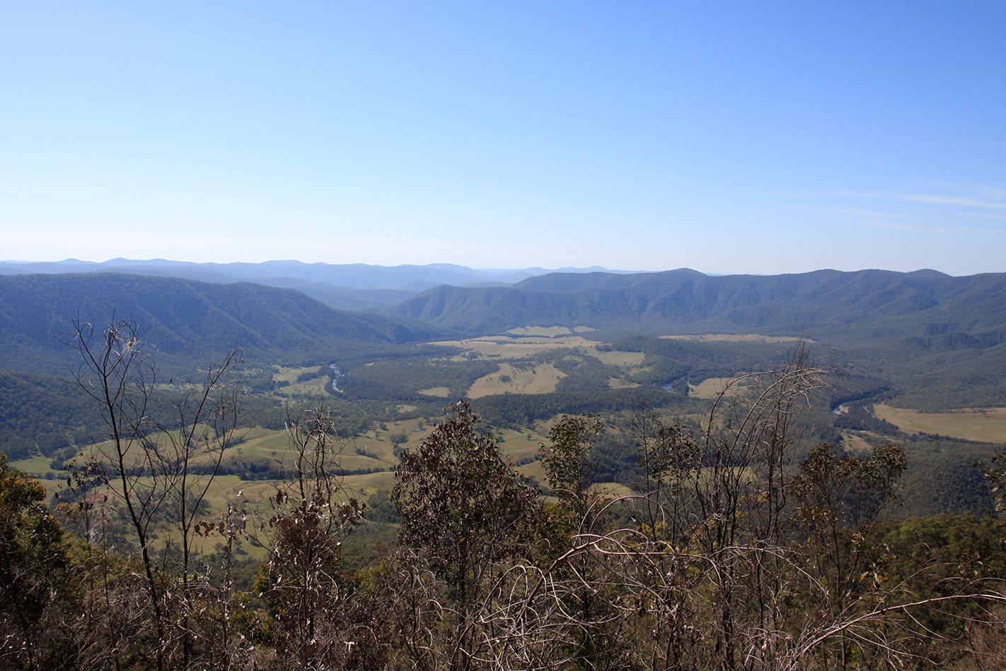 Aberfoyle Tableland Track mountain range.jpg