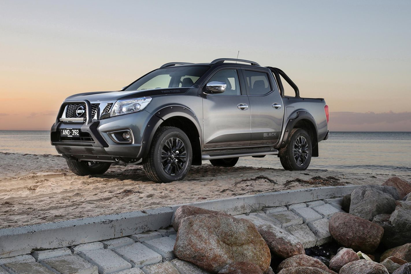 nissan navara n sport black edition released. Black Bedroom Furniture Sets. Home Design Ideas