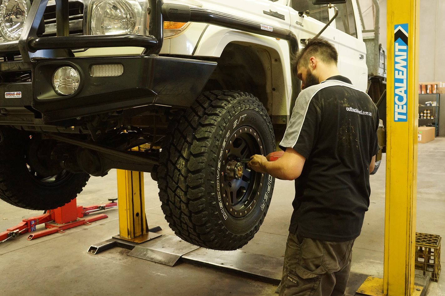 Fitting Cooper S/T Maxx Tyres