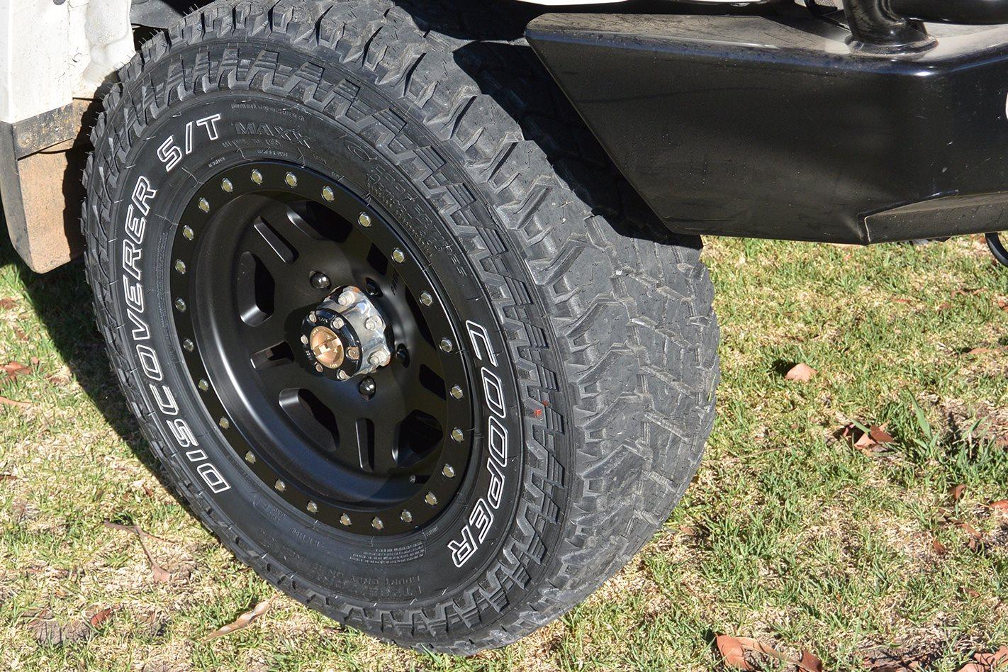 Cooper S/T Maxx tyres