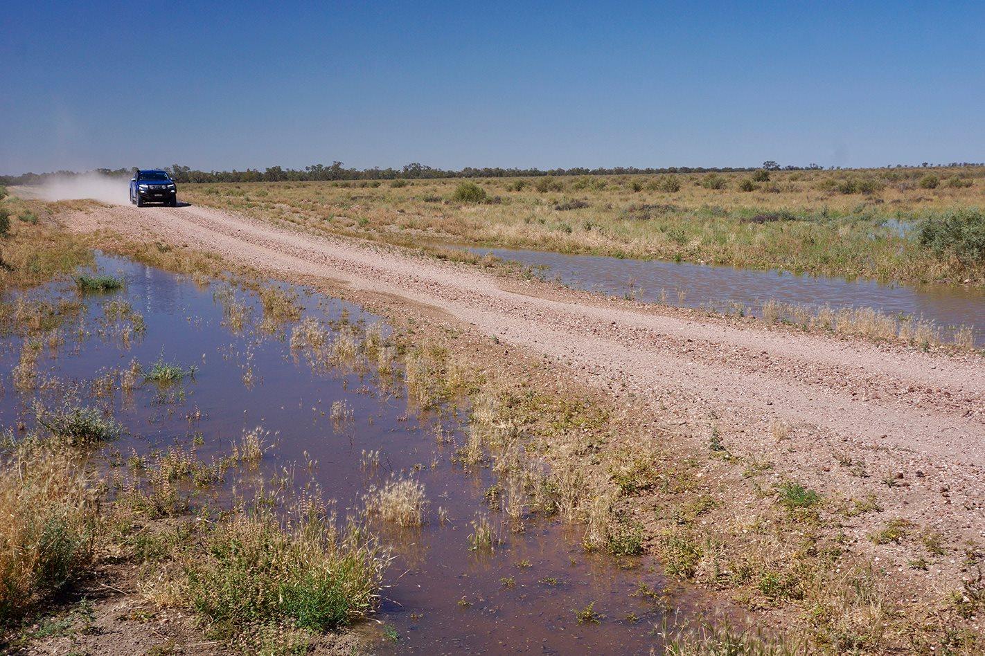 Dirt roads Darling River NSW.jpg