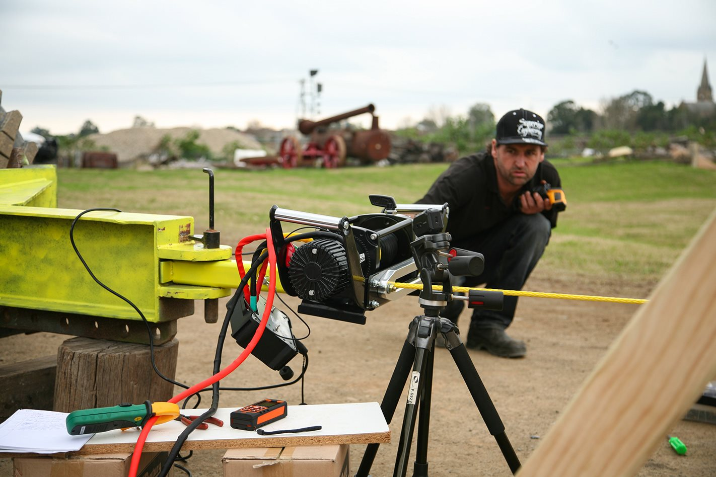 Measuring the pulling force 12 volt winch test