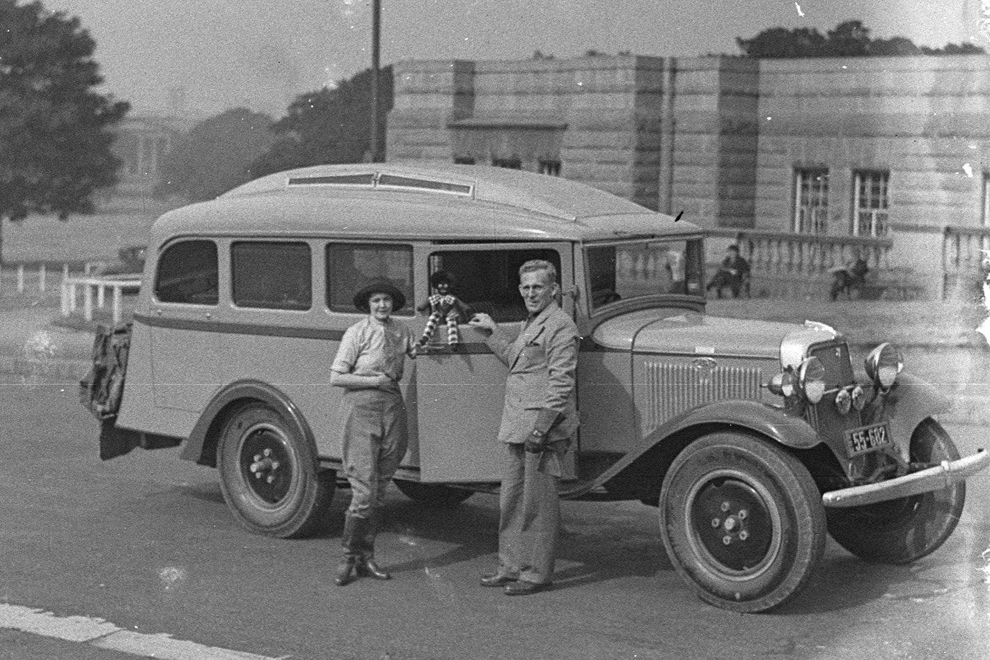 Francis-Birtles-Ford-Caravan.jpg