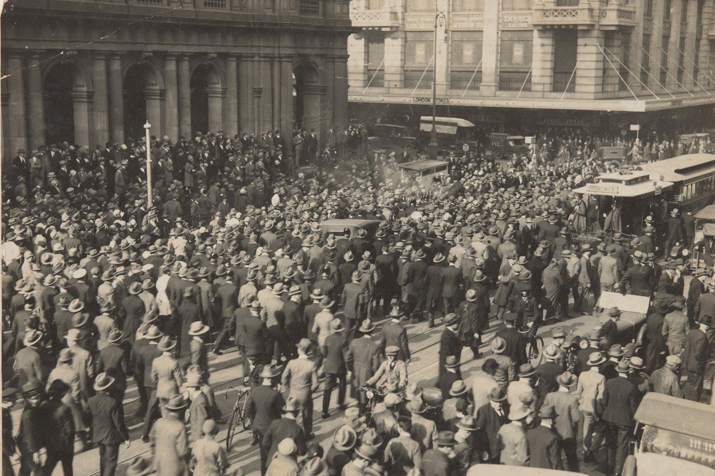 Franics-Birtles-arrival-in-Melbourne-1928.jpg