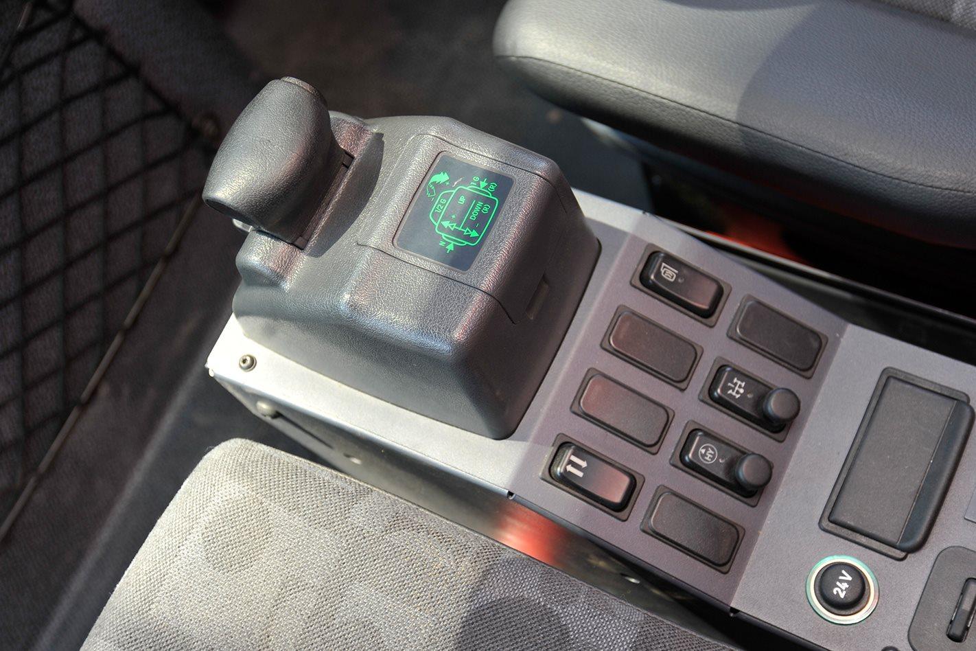 Mercedes Benz Unimog U5000 Review Toyota Land Cruiser V8 Key